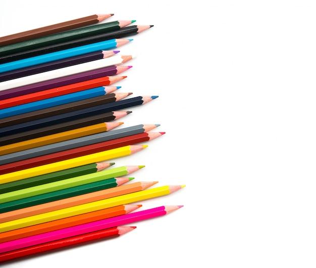 Цветные карандаши на белом