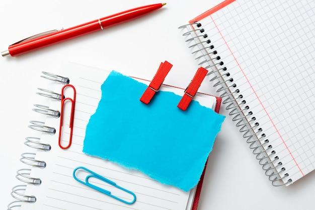 Красочная перспектива, позитивное мышление, творческие идеи вдохновения, веселое созерцание