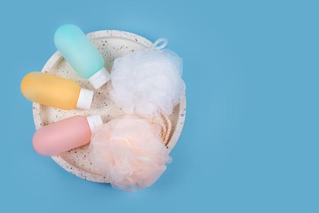 샴푸, 헤어 밤 및 샤워 젤을위한 다채로운 플라스틱 용기 (대리석 쟁반에 수건이 달린 수건 포함)입니다. ㅇㅇㅇ ㅇㅇㅇ ㅇㅇㅇ ㅇㅇㅇ ㅇㅇㅇ ㅇㅇㅇ ㅇㅇㅇ ㅇㅇㅇ ㅇㅇㅇ ㅇㅇㅇ ㅇㅇㅇ ㅇㅇㅇ ㅇㅇㅇ ㅇㅇㅇ ㅇㅇㅇ ㅇㅇㅇ ㅇㅇㅇ ㅇㅇㅇ ㅇㅇㅇ ㅇㅇㅇ ㅇㅇㅇ ㅇㅇㅇ ㅇㅇㅇ ㅇㅇㅇ ㅇㅇㅇ ㅇㅇㅇ ㅇㅇㅇ ㅇㅇㅇ ㅇㅇㅇ ㅇㅇㅇ ㅇㅇㅇ ㅇㅇㅇ ㅇㅇㅇ ㅇㅇㅇ ㅇㅇㅇ ㅇㅇㅇ ㅇㅇㅇ ㅇㅇㅇ ㅇㅇㅇ ㅇㅇㅇ ㅇㅇㅇ ㅇㅇㅇ ㅇㅇㅇ ㅇㅇㅇ ㅇㅇㅇ ㅇㅇㅇ ㅇㅇㅇ 파란색 배경에 스파 및 목욕 액세서리 화장품