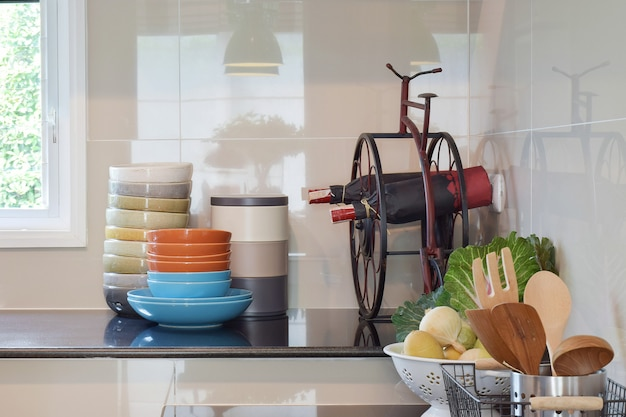 Colorful plates and bowls