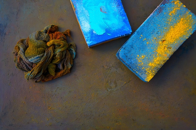 Colorful rag and diffuser pads on oxide