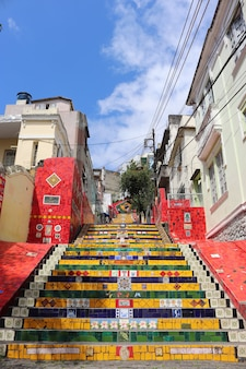 브라질 리우데 자네이루의 다채로운 셀라 론 계단