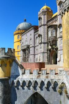 ユネスコの世界遺産に登録されているリスボンのカラフルなシントラ宮殿。