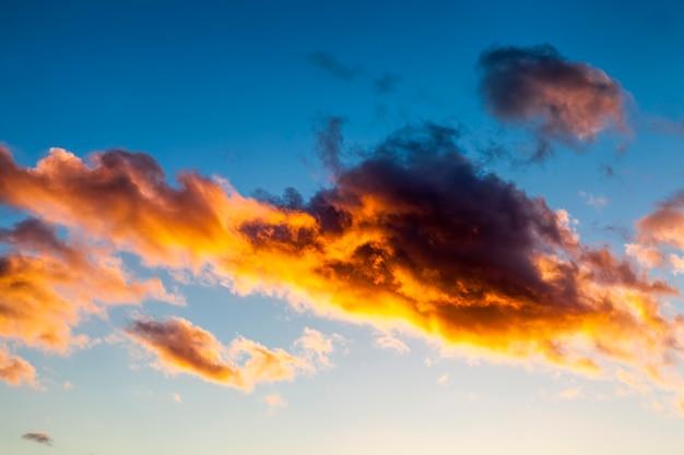 日没時のカラフルな空