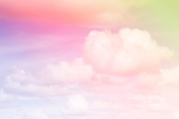 雲とカラフルな空