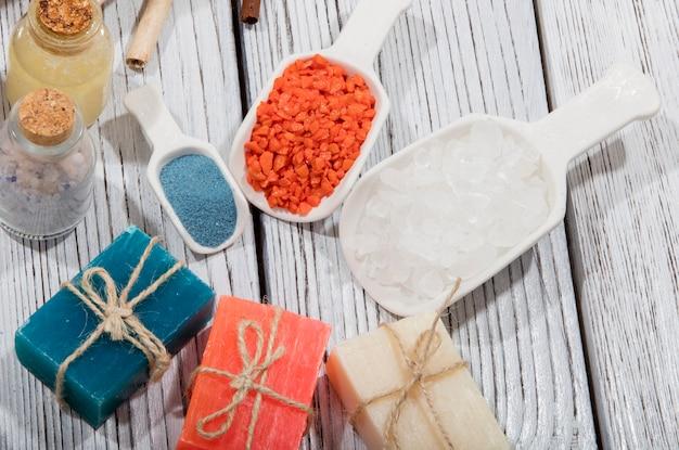 Разноцветное мыло разных цветов