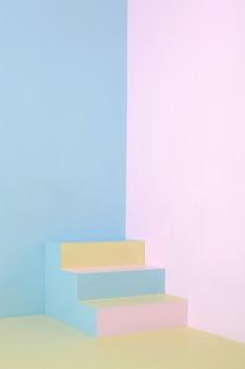Красочная лестница на минималистском уголке дома пастельных тонов, фото изобразительного искусства