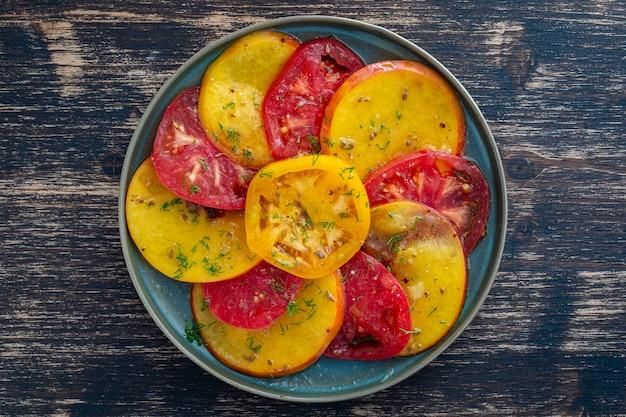 トマトとネクタリンのカラフルな夏のサラダ