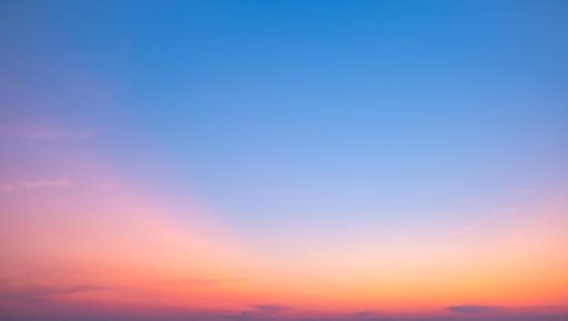 雲とカラフルな夕日。