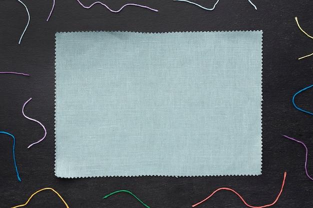 一枚の布でカラフルな糸