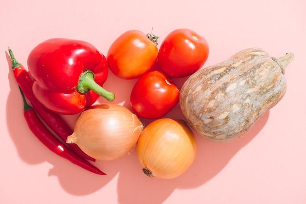 カラフルな野菜の背景。健康的な料理のコンセプト。