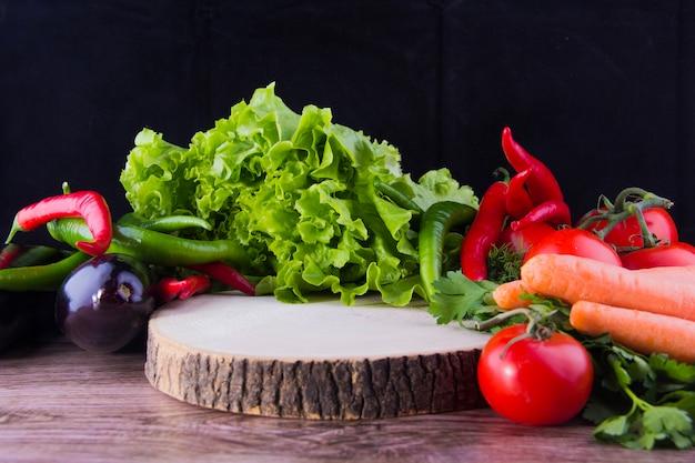 目の前で色鮮やかな野菜