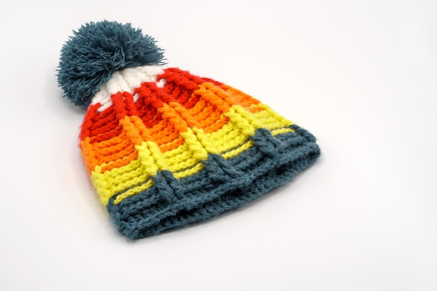 Красочная зимняя вязаная шапка Premium Фотографии