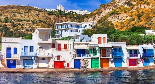 ギリシャの色-ミロス島の伝統的な村クリマ