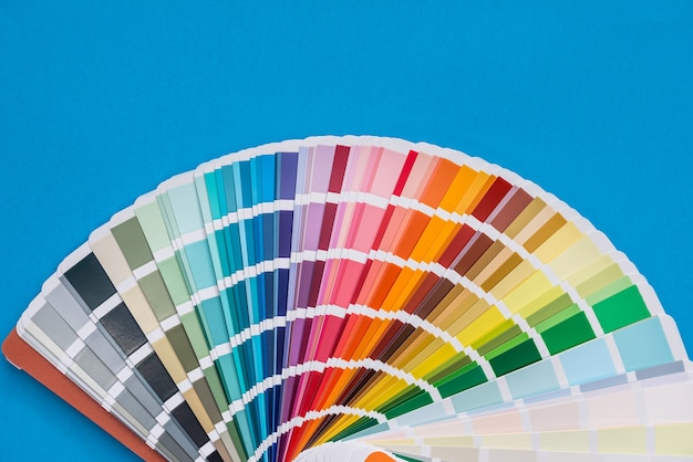 블루에 고립 된 색상 팔레트 샘플러