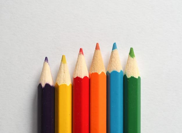 Цветной карандаш мелок