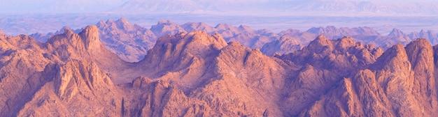 カラーキャニオンは、南シナイエジプト半島の砂漠の岩の岩層です