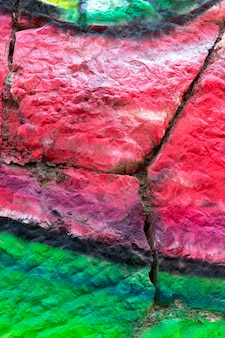 色塗りの壊れた壁