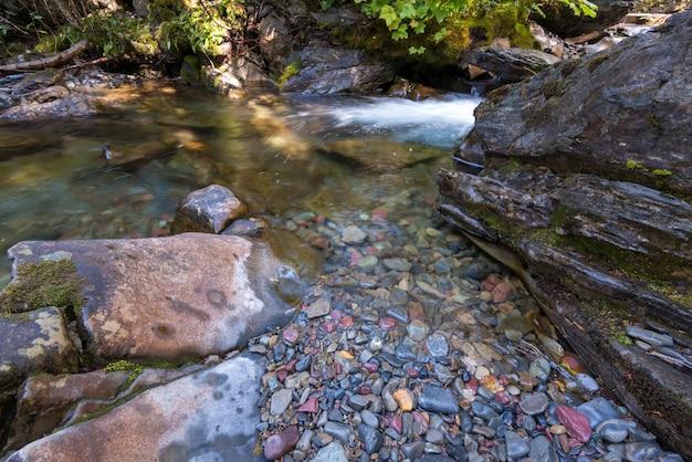 ホランドクリークの色の石