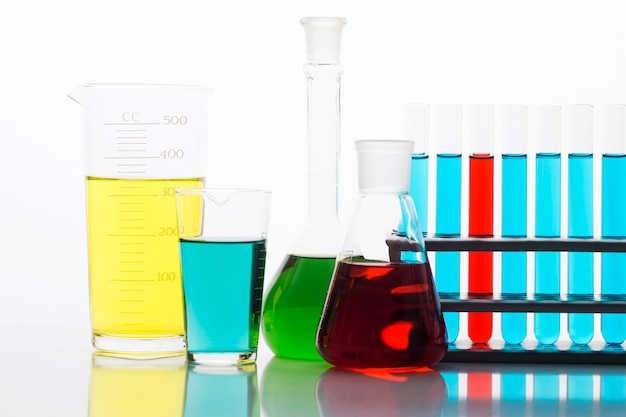 실험실에서 다채로운 화학 성분