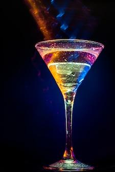 Красочный коктейль. концепция продуктов питания и напитков