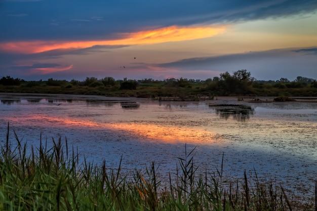カマルグプロヴァンス南フランスのカラフルな夕日落ち着きと静けさ