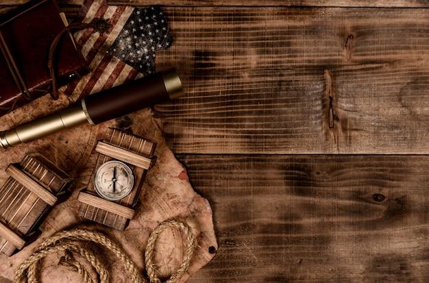 コロンブスデーの背景。古い機器の地図と発見。 10月のアメリカの探検と歴史。