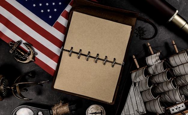 コロンブスの日。古い機器の地図と発見。 10月のアメリカの探検と歴史。