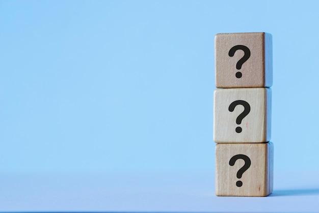 Колонка кубиков с вопросами