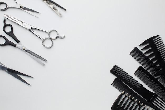 Расческа и ножницы устанавливают пространство для копирования