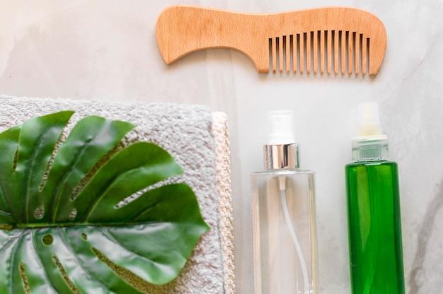 Comb and cosmetics