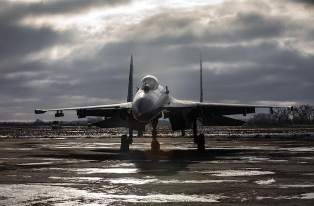 Боевая подготовка в учебном центре воздушно-десантных войск всу в житомирской области. истребители во время боевых вылетов