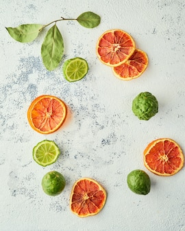 ブラッドオレンジチップとフレッシュカフィアライムの組み合わせ、円形アレンジ