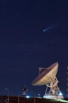 Регистрация cf cometa neowise на июльской фотографии, сделанной в астрономической радиообсерватории сикайи.