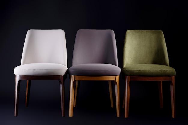 Удобные кресла с кожаной обивкой