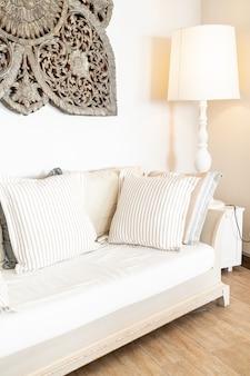 Удобная подушка на диван-кресло