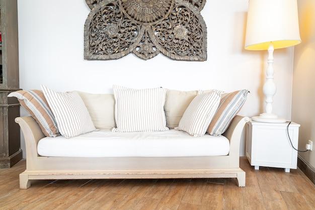 Удобная подушка на диван-кресло Premium Фотографии