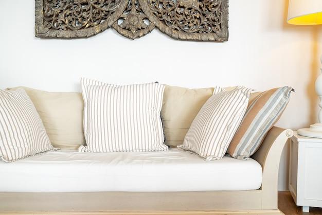 소파 의자에 편안한 베개