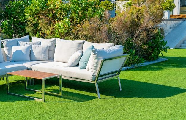 屋外ベンチの快適な枕