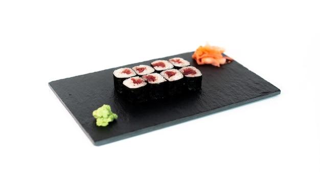 Comida japonesa suhi de maki de atun