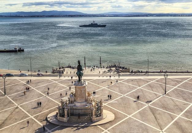 Торговая площадь или площадь praca do comercio в лиссабоне, португалия