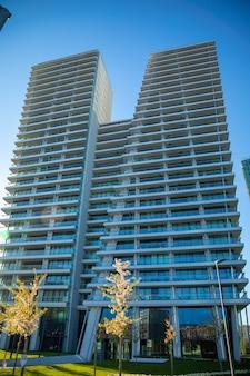 一般的な近代的なアパートの高層ビル、高層ビル