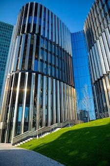 一般的な近代的なアパートの高層ビル