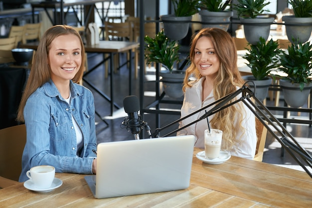 Communicating bloggers with subscribers by broadcast Premium Photo