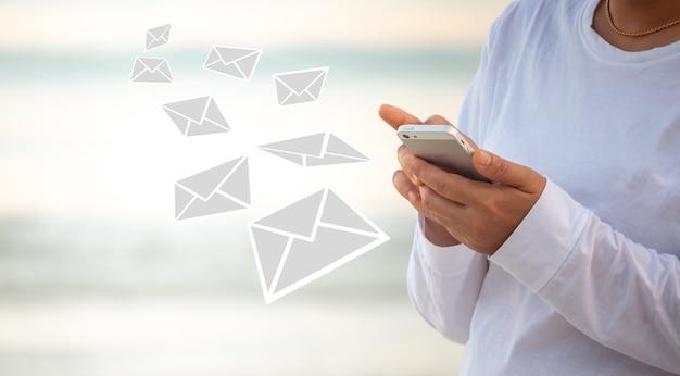 電子メールを介したオンライン通信は、いつでもどこでも行うことができます