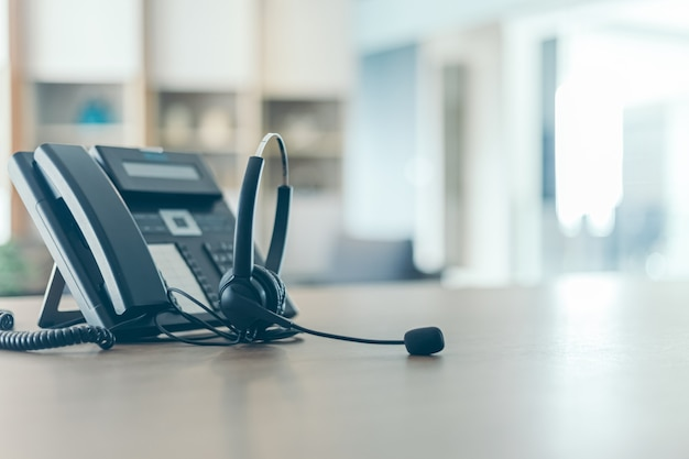 Коммуникационная поддержка, колл-центр и служба поддержки клиентов. концепция (колл-центр)