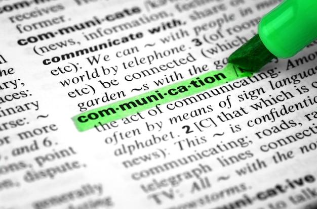 辞書に書かれたコミュニケーションをクローズアップ