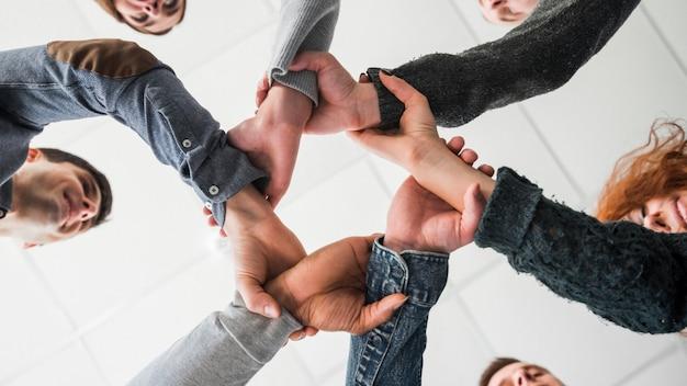Концепция сообщества с руками людей