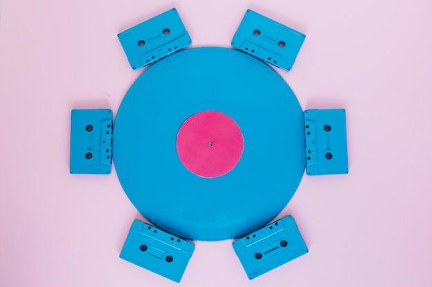 Компактные кассеты с виниловой пластинкой
