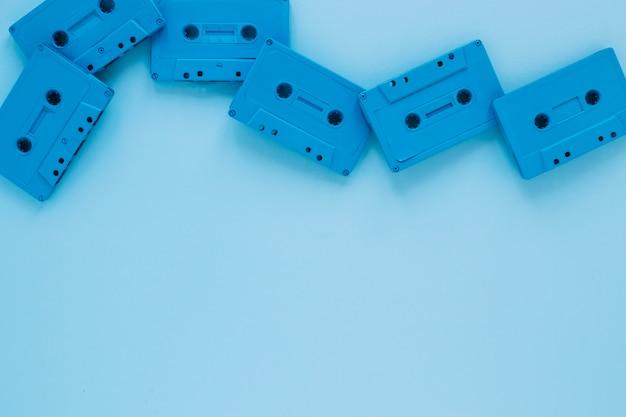 青色のコンパクトカセット